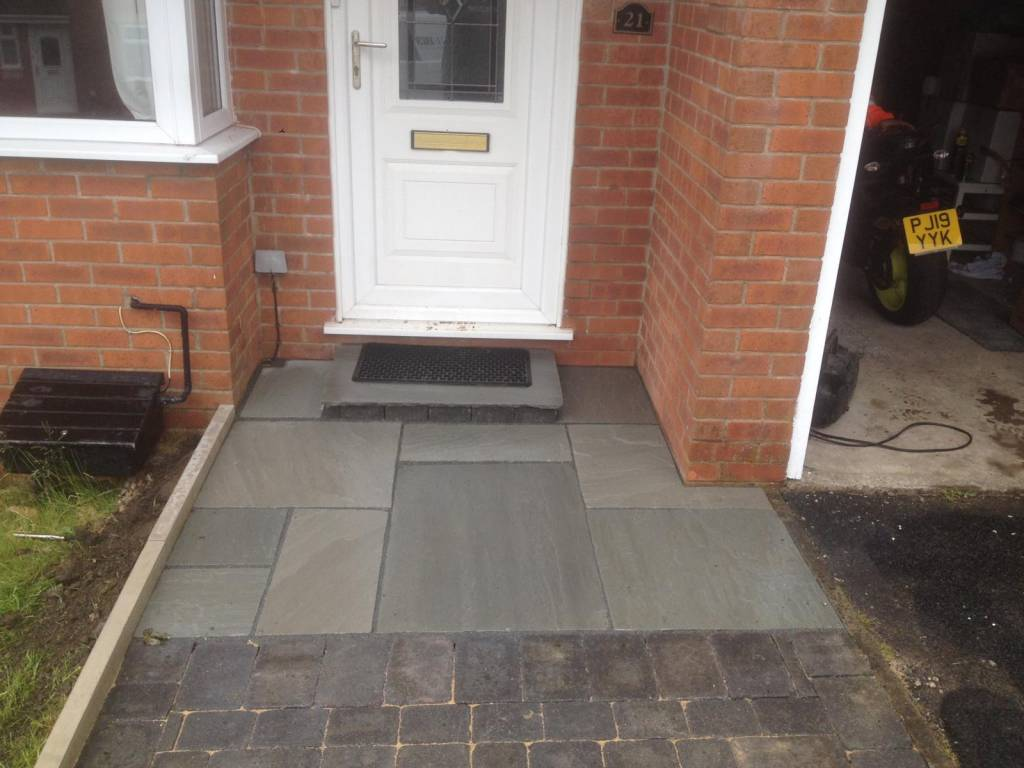 Oakmere Landscaping in Salford install and design garden paving areas for their customers throughout the Greater Manchester area